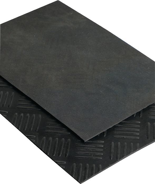 Hamerslagmat wiel 10x1,40m zwart vlak 14,0m2 zwart dikte 3mm rol MÖLLER
