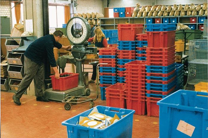 Draaistapelbakken rood L.590xB.380xH.202mm 34l PP